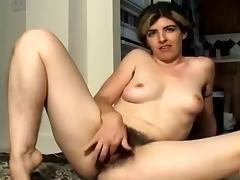 Amateur masturbating vid shows me humping a dildo
