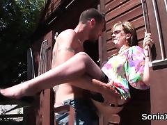 Cheating british mature lady sonia exposes her gigantic boob