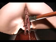 Large pierced pussylips pissing