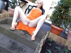 orange girl big pee