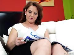 Randy cougar lets a fellow drill her hairy tunnel of love