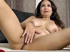 Old Lady Demonstrates her masturbation skills